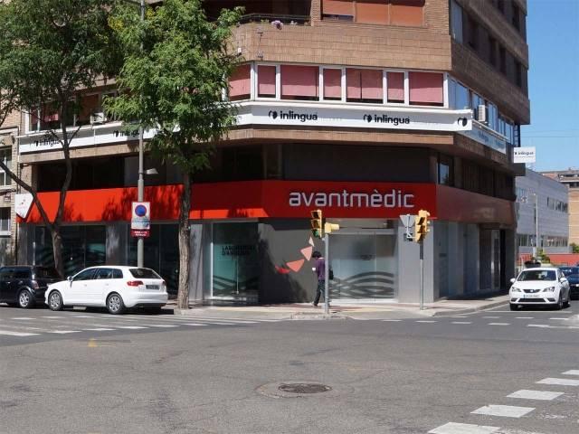 Fachada del edificio nuevo de Avantmèdic en Rovira Roure