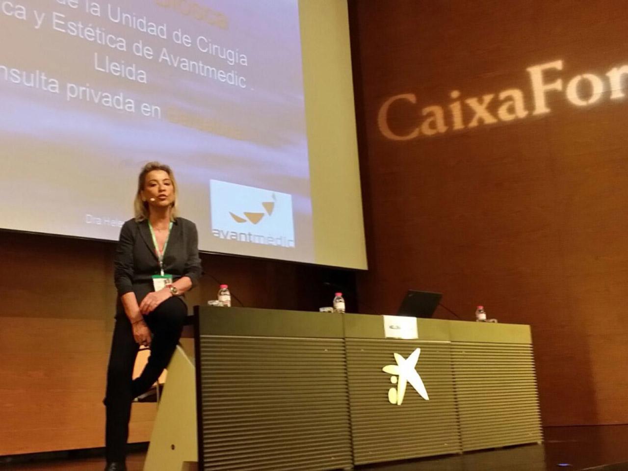 La Dra. Helena Biosca en una conferencia en el Forum Dona Menopausa