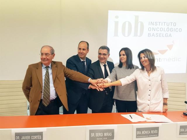 Encajada de manos de IOB y Avantmèdic al firmar el convenio