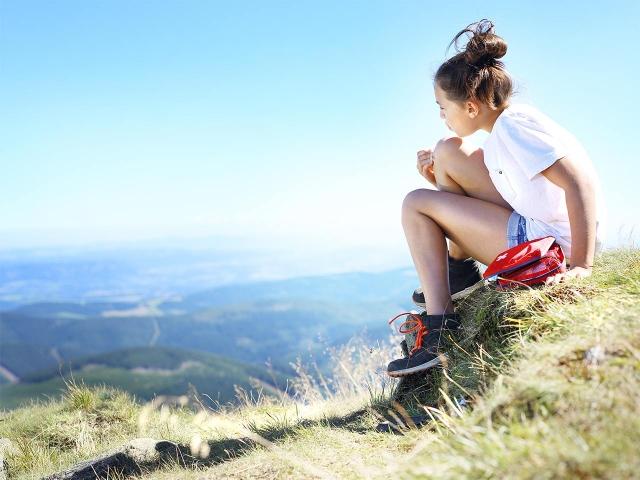 Noia a la muntanya