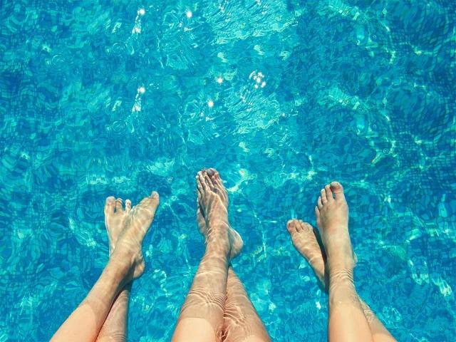 Cura dels peus a la piscina